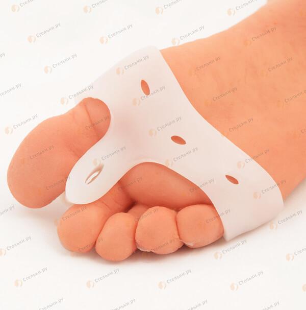Три в одном: разделитель первого и второго пальца, защита косточки большого пальца (буспротектор), мягкая стяжка передней части ступни (арт. 172)