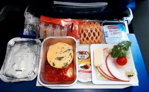 Еда в самолете Победы: что из продуктов можно взять в полет